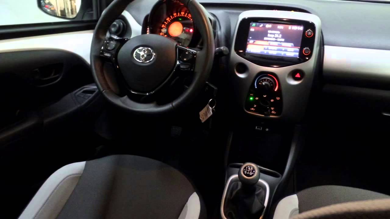 toyota aygo 1 0 vvt i x play 5 deurs airco bluetooth usb. Black Bedroom Furniture Sets. Home Design Ideas