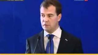 Медведев уволил Лужкова