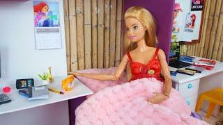 Dos muñecas Barbie Rutina de la mañana de la escuela @Barbie