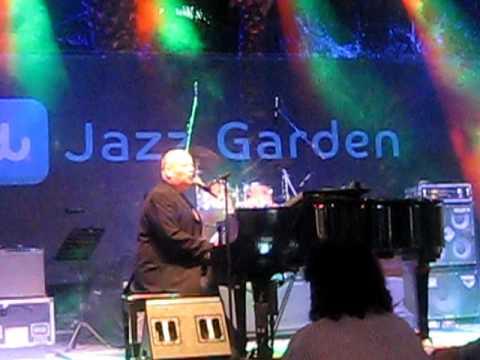Ian Shaw - Somewhere Towards Love ( Dubai Jazz Festival 2011 )