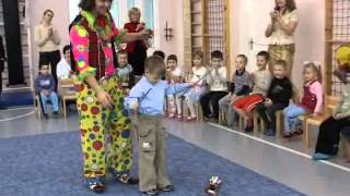 Цирковое представление клоуна в детском садике(Цирковое представление клоуна в детском садике. Соло цирк