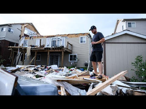 """""""Catastrophic damage"""" in Barrie, Ont. after tornado rips through neighbourhood"""