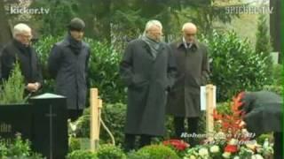 Robert Enke (†32) Gedenken am ersten Todestag (10.11.2010)