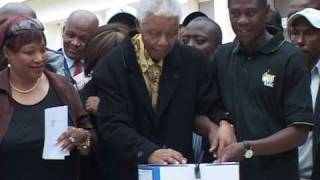 Nelson Mandela votes in South Africa