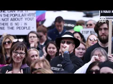 ABD'de 'Benim Başkanım Değil' protestosu