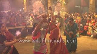 Bengali women performs Dhunuchi dance with grace and poise at Durga Puja thumbnail