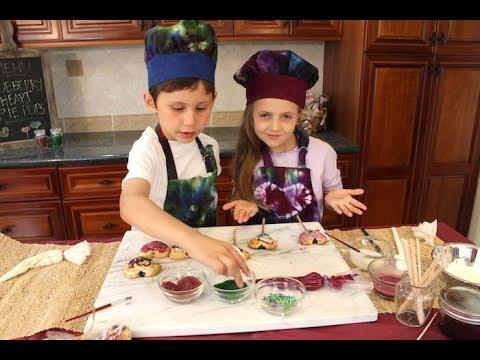 Blueberry Heart Pie Pops | Kids baking | How to make pie pops