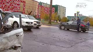 Фото Два человека пострадали в ДТП на перекрестке Крупской и Металлургов