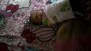 Download Video Tutorial bedong bayi, di usir uniknya karena asap rokok MP3 3GP MP4
