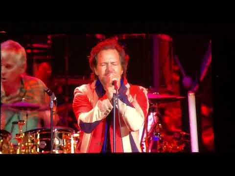 Coe Lewis - Eddie Vedder On Stage With The Who In Seattle
