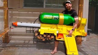 Esta pistola de agua hace cosas increibles...