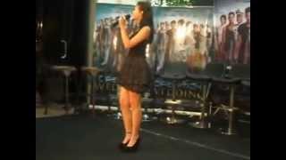 yuki kato latihan nyanyi at premiere Operation WEDDING
