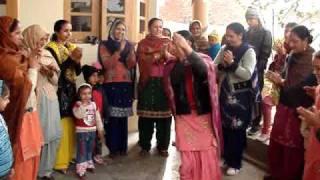 Repeat youtube video PUNJABI CULTURE(GIDHA BY LADIES ON LOHRI).MPG