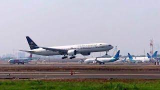 Kesibukan Lalu Lintas Pesawat Terbang Di Bandara Soekarno Hatta Jakarta - Landin