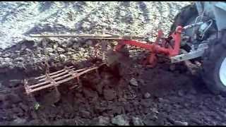 минитрактор  ХТЗ Т-012  с однокорпусным плугом(, 2012-04-22T18:02:31.000Z)