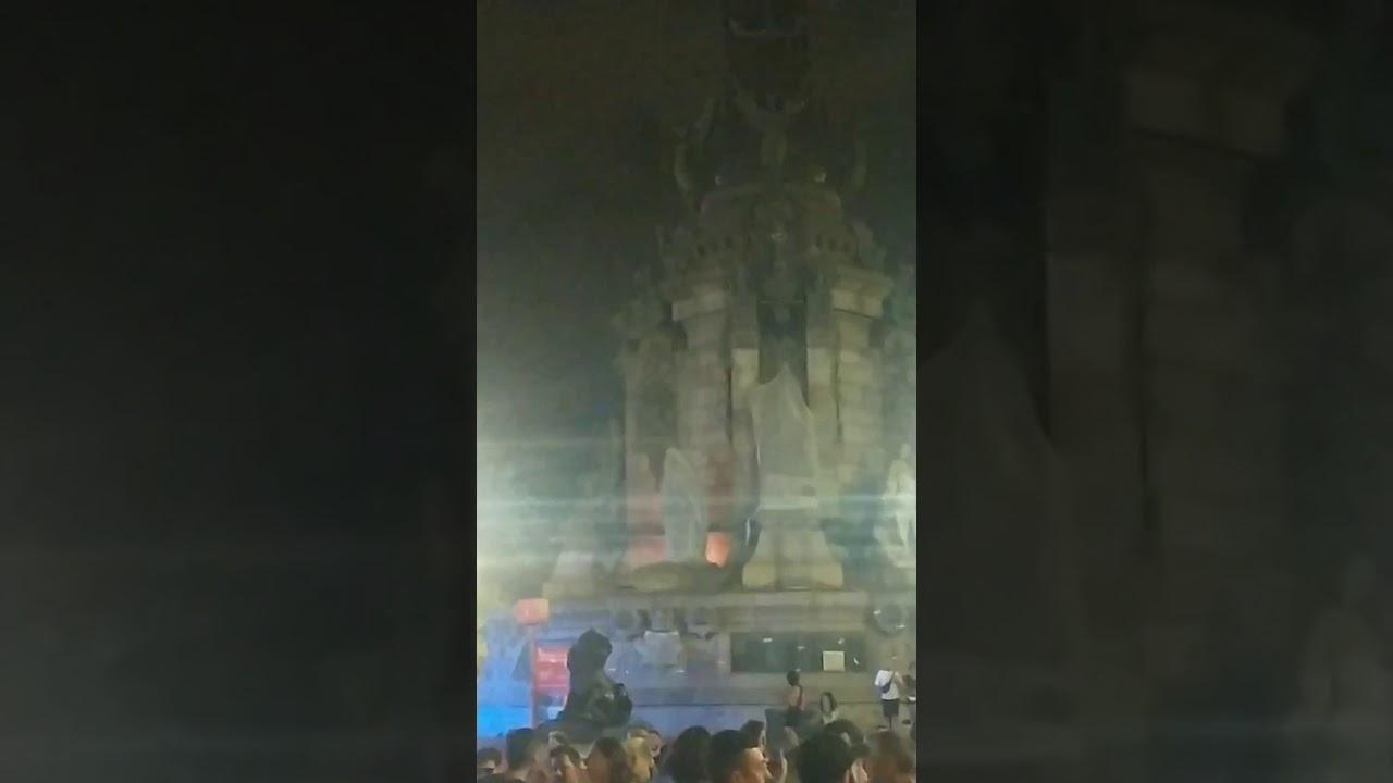 Foc a l'estàtua de Colom