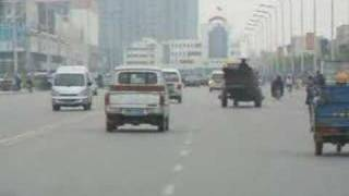 If you think there are no road rules in China watch this video. Thi...