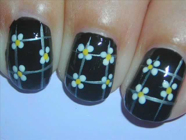 Nail Art - Lil' Daisies on Black - Decoracion de Uñas Travel Video