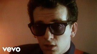 Смотреть клип Elvis Costello & The Attractions - Sweet Dreams