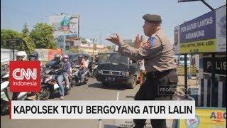 Video Goyang 'Syantik' Ala Kapolsek Tutu Hibur Pemudik download MP3, 3GP, MP4, WEBM, AVI, FLV Juni 2018