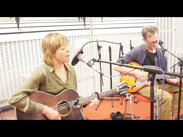 Emily Barker & Lukas Drinkwater - 'No.5 Hurricane' live at Radio 3 (Spain)