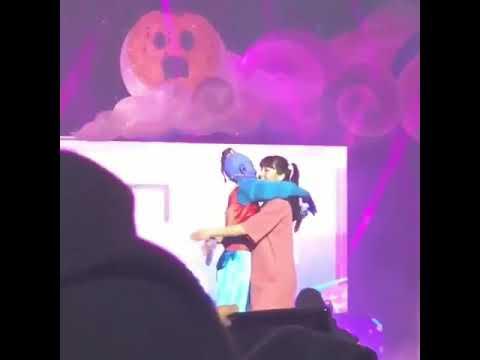 Twice ( 트와이스 ) Genie (Aladdin) Dahyun Hugging Boo (Monster Inc) Momo