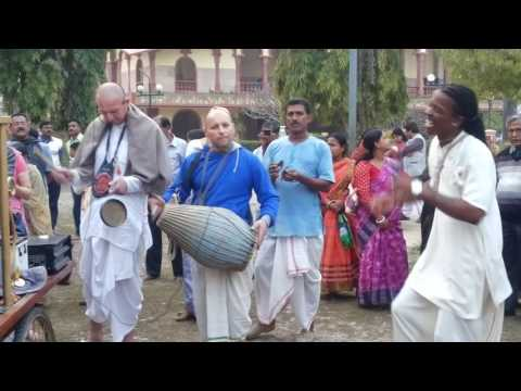 Kolkata ISCKON Mayapur foreigners bhajan dance MUST WATCH