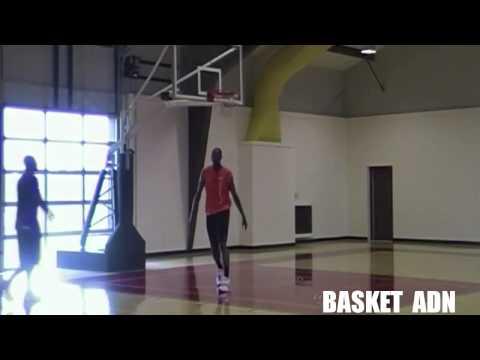 Hakeem Olajuwon Teaches Kobe Bryant