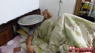 Trò Đùa  Trò Đùa Cho Mâm Vào Mặt Khi Đang Ngủ - When you fall asleep Prank