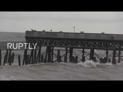 UK: Waves pound south coast as Storm Alex brings strong winds
