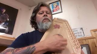 Comparing the sounds of two D'Aigle models. Harps by Daigle Autohar...