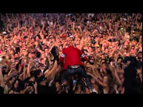 mgk-free the madness live performance