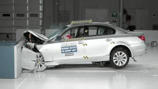 2004 BMW 5 series moderate overlap IIHS crash test