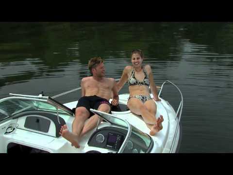 Spaß Am Motorboot Fahren - Einfach Mit Dem Boot Aufs Wasser