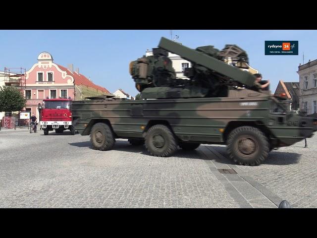 VI PIKNIK MILITARNY W ZAMKU SIMP W RYDZYNIE - rydzyna24.pl