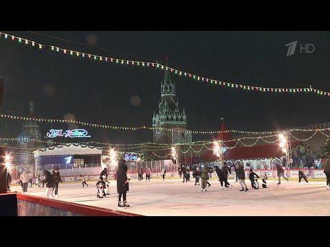 На Красной площади торжественно открылся каток.