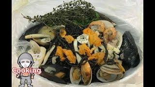 イカスミを打ち込んだビゴリ・海の幸紙包み焼き Bigoli with Squid ink【ラファエルクッキング Raphael cooking】