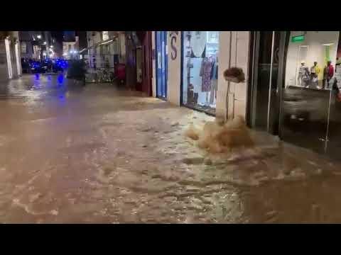 Fuga de agua en la calle Montero Calvo de Valladolid