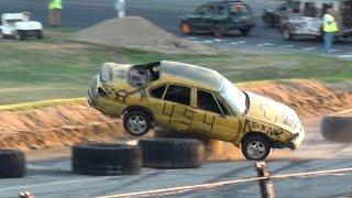 شاهد: سباق غريب لسيارات تتنافس على سرعة السير للوراء