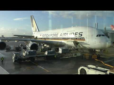 Live ATC Pilot Communications London Heathrow Airport at Gate 303-305 Singapore Airlines A380