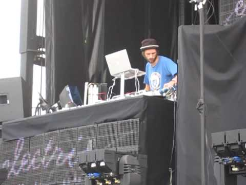 Lindstrom - I Feel Space -  Live at Electric Zoo - 9/6/2009