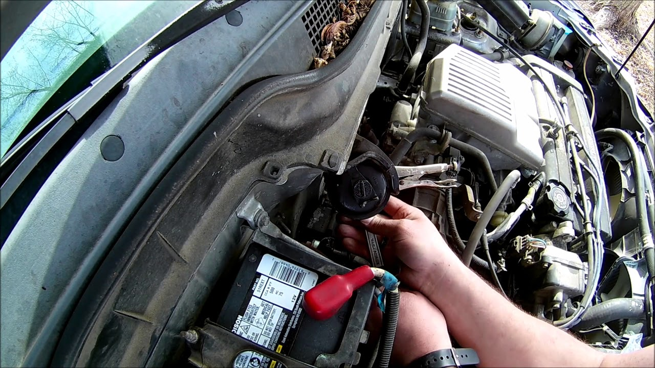 how not exactly to change a fuel filter 01 Honda CRV. read the  description!!! - YouTubeYouTube