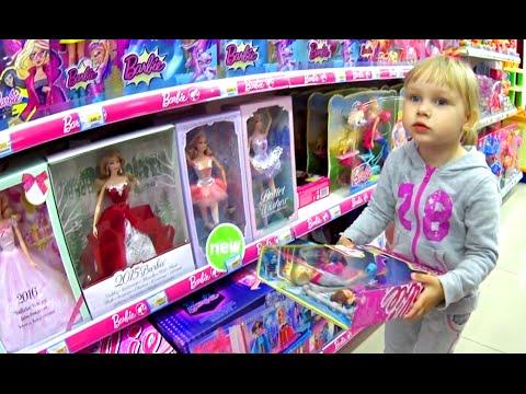 Алиса выбирает подарок для подружки Теи !! Alice chooses a gift for a friend Coach for Barbie