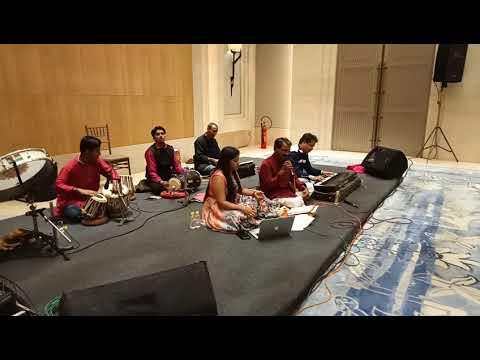 Trimurti Music circle present so saal pehele song singer mayuri & prakash sawant