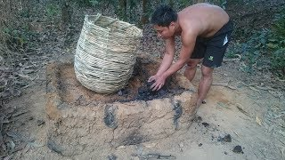 Primitive Life-Make Charcoal by Wet Wood and Open Stove! thumbnail