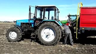 Трактор МТЗ 1221.2 и разбрасыватель Metal-Fagh N267