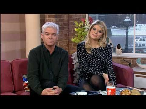 Holly Willoughby 300111