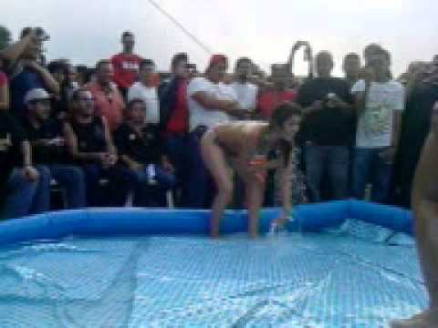 Chica aceite lucha libre