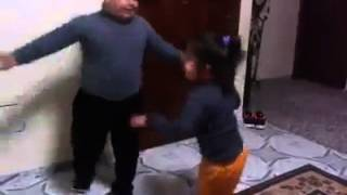 مضحك جدا....طفل يرقص ع اناشيد طيور الجنة