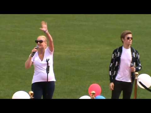 Rob Houchen and Kerry Ellis - Who Wants To Live Forever